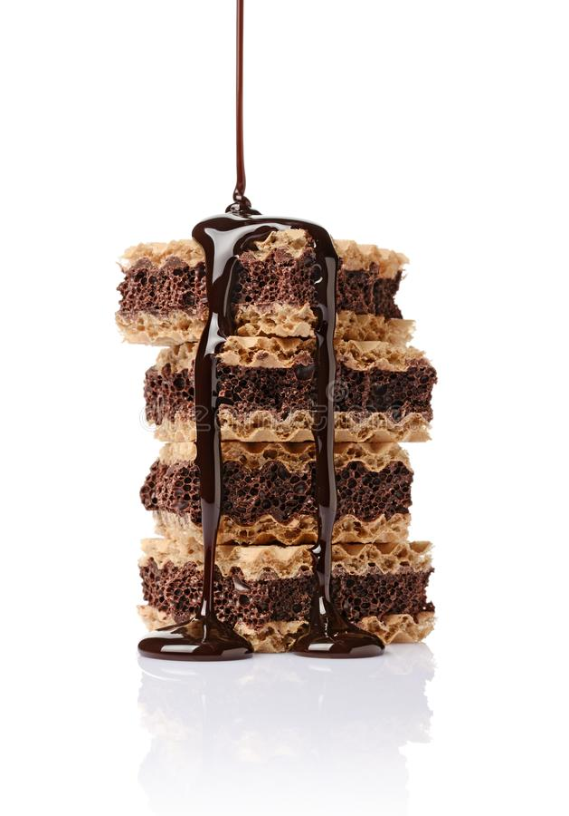 Μπισκότα κινηματογραφήσεων σε πρώτο πλάνο με τις βάφλες και την πορώδη σκοτεινή σοκολάτα που χύνονται την υγρή σοκολάτα στοκ εικόνες με δικαίωμα ελεύθερης χρήσης