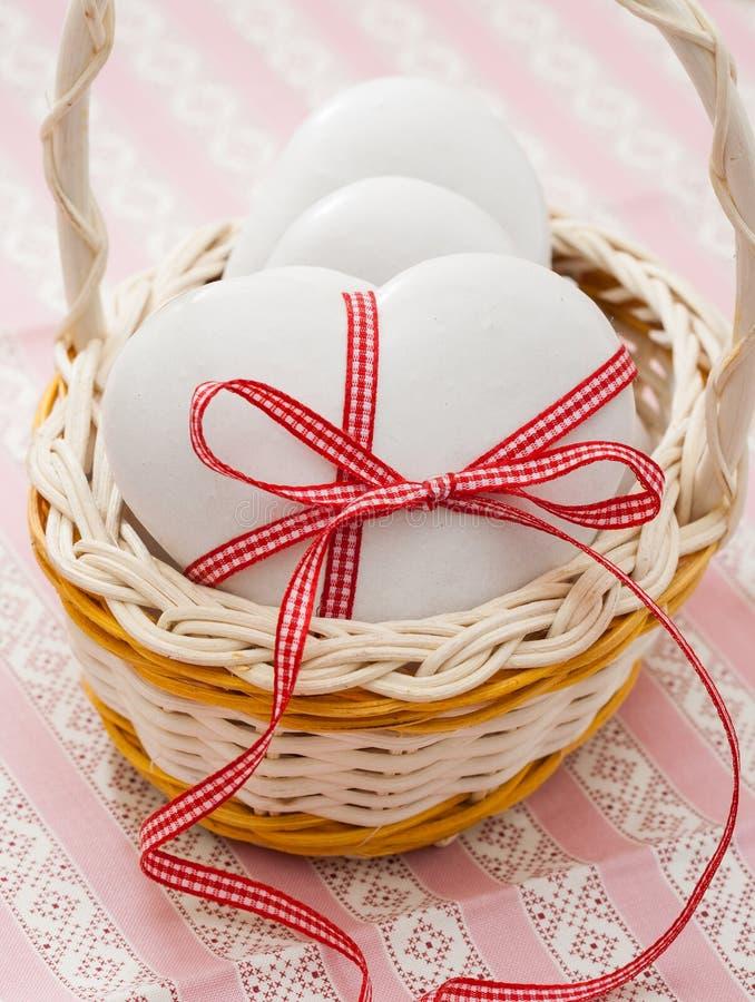 Μπισκότα μελοψωμάτων καρδιά-που διαμορφώνονται στοκ εικόνα με δικαίωμα ελεύθερης χρήσης
