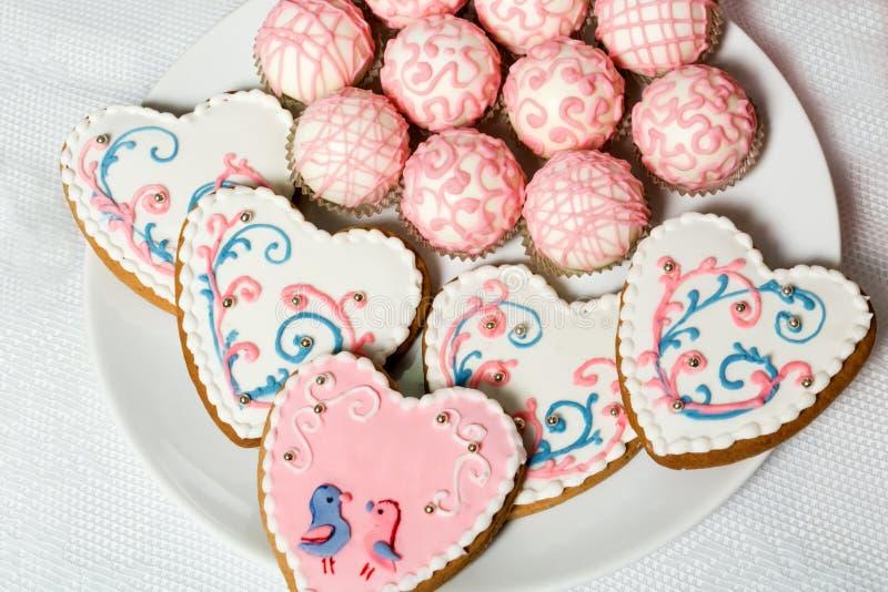 Μπισκότα με μορφή μιας καρδιάς στοκ εικόνα με δικαίωμα ελεύθερης χρήσης