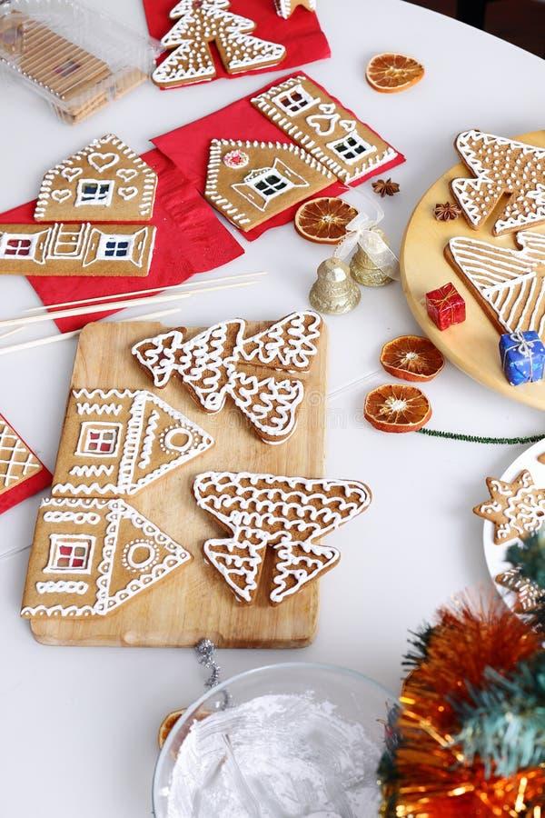 Download Μπισκότα μελοψωμάτων Χριστουγέννων Στοκ Εικόνες - εικόνα από ανασκόπησης, διακοσμημένος: 62708208