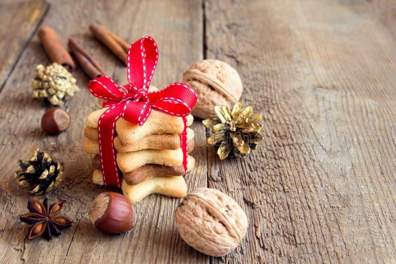 Download Μπισκότα μελοψωμάτων Χριστουγέννων Στοκ Εικόνα - εικόνα από κανέλα, δώρο: 62719399