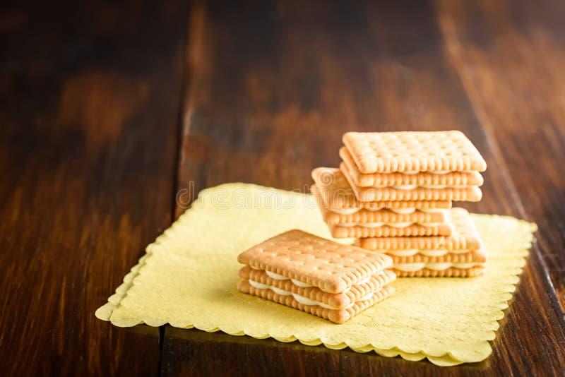Μπισκότα με την κρέμα βανίλιας στοκ φωτογραφία με δικαίωμα ελεύθερης χρήσης