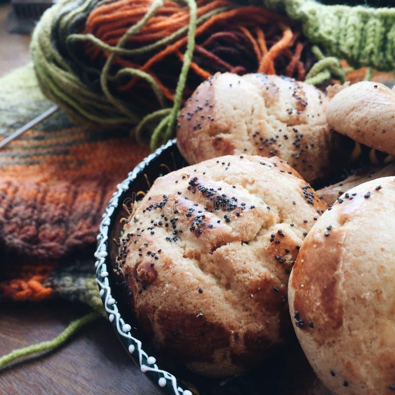 Μπισκότα με το πλέξιμο στοκ φωτογραφίες