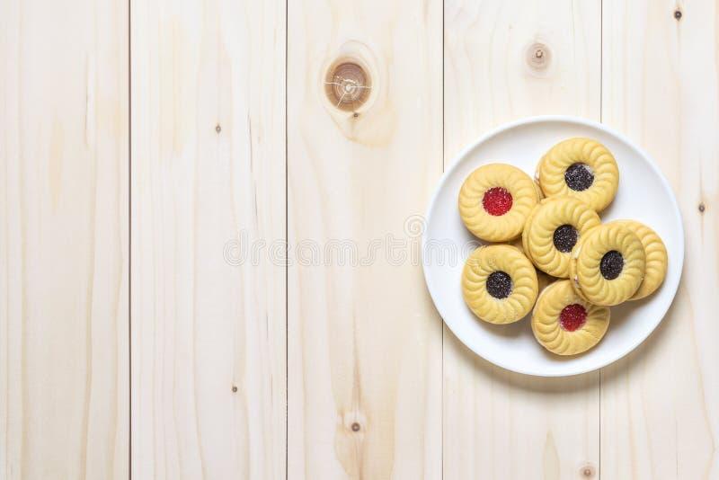 Μπισκότα μπισκότων στον ξύλινο πίνακα στοκ φωτογραφίες με δικαίωμα ελεύθερης χρήσης