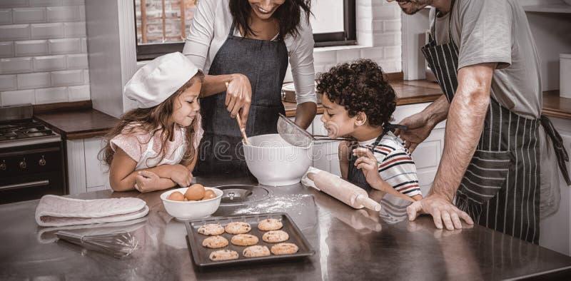 μπισκότα που μαγειρεύο&upsilon στοκ εικόνα με δικαίωμα ελεύθερης χρήσης