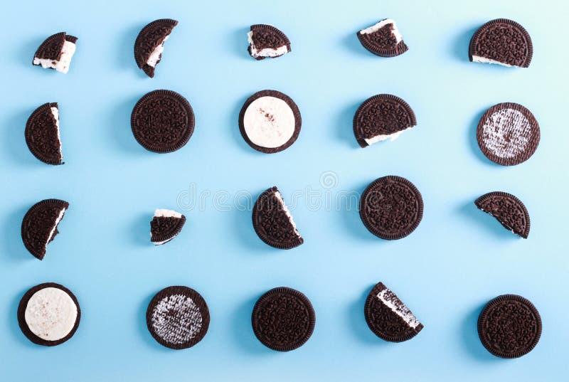Μπισκότα σάντουιτς πλήρωσης κρέμας σοκολάτας στοκ φωτογραφία με δικαίωμα ελεύθερης χρήσης