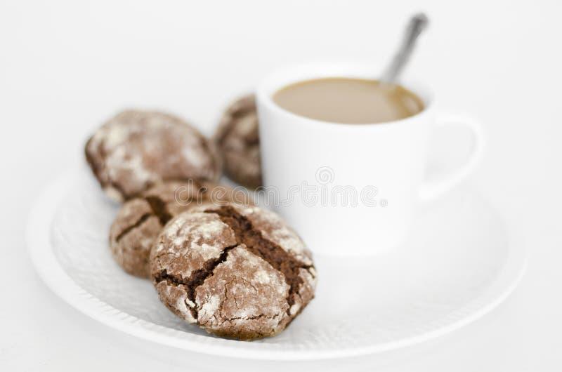 Μπισκότα σοκολάτας με τον καφέ στοκ φωτογραφία με δικαίωμα ελεύθερης χρήσης