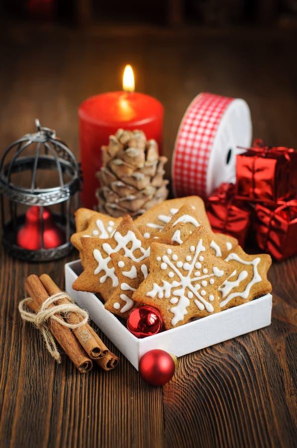 Μπισκότα Χριστουγέννων, διακοσμήσεις, τρύγος που τονίζεται στοκ φωτογραφία με δικαίωμα ελεύθερης χρήσης