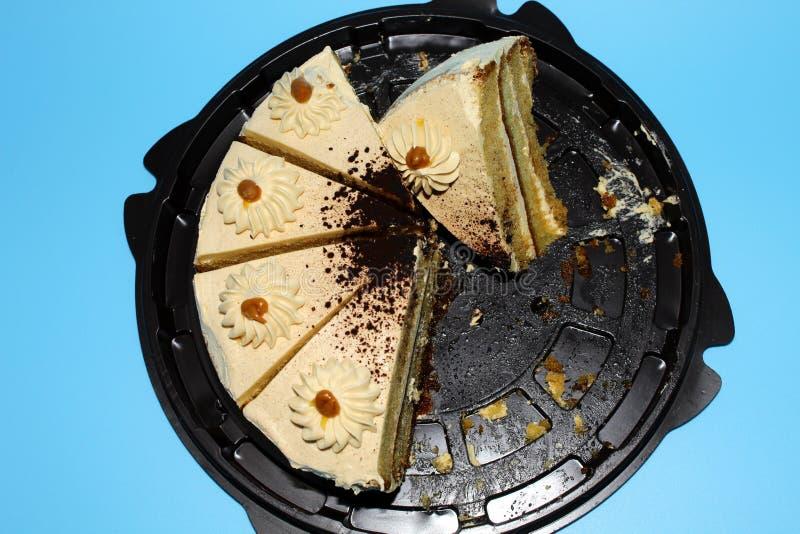 Μπισκότο κέικ με την καραμέλα σε ένα μπλε υπόβαθρο στοκ φωτογραφία με δικαίωμα ελεύθερης χρήσης