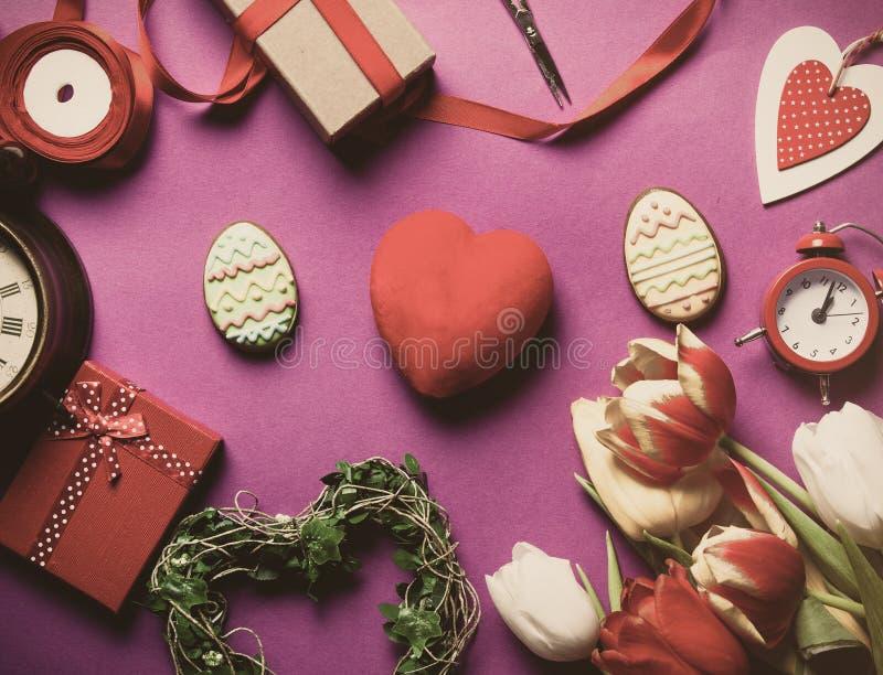 Μπισκότο και δώρα Πάσχας στοκ εικόνες με δικαίωμα ελεύθερης χρήσης