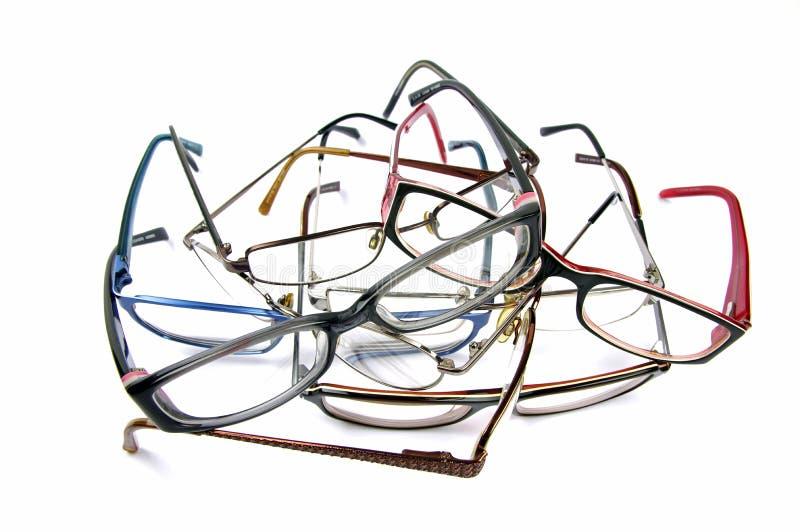 Μπλεγμένος σωρός των παλαιών γυαλιών ανάγνωσης στοκ φωτογραφίες