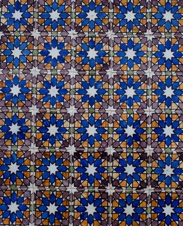 Μπλε άσπρα και καφετιά κεραμίδια στον τοίχο στη Λισσαβώνα Πορτογαλία στοκ φωτογραφία με δικαίωμα ελεύθερης χρήσης