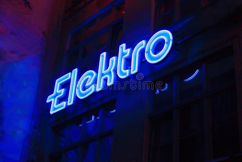 Μπλε ήλεκτρο σημαδιών νέου στοκ φωτογραφία