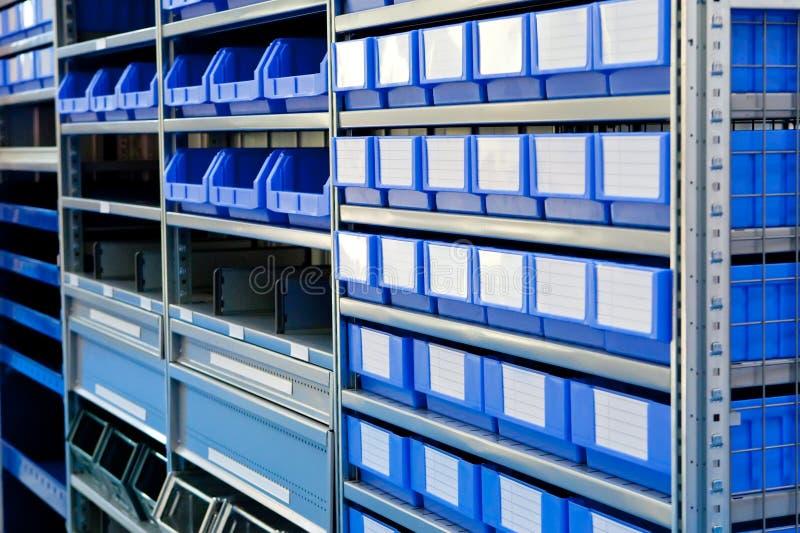 μπλε αποθήκη εμπορευμάτ&ome στοκ φωτογραφία με δικαίωμα ελεύθερης χρήσης