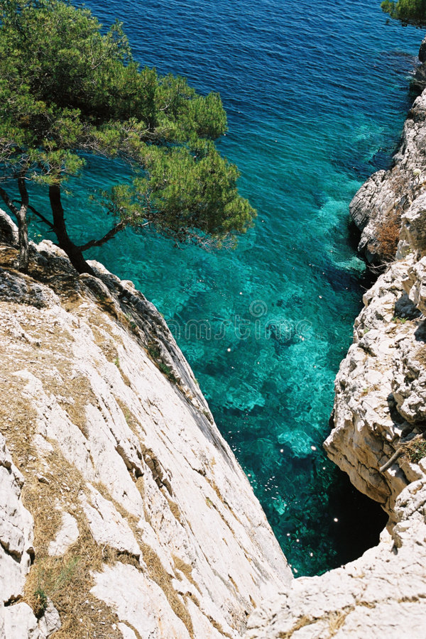 Download μπλε απότομος βράχος στοκ εικόνα. εικόνα από γαλλία, cliff - 105333