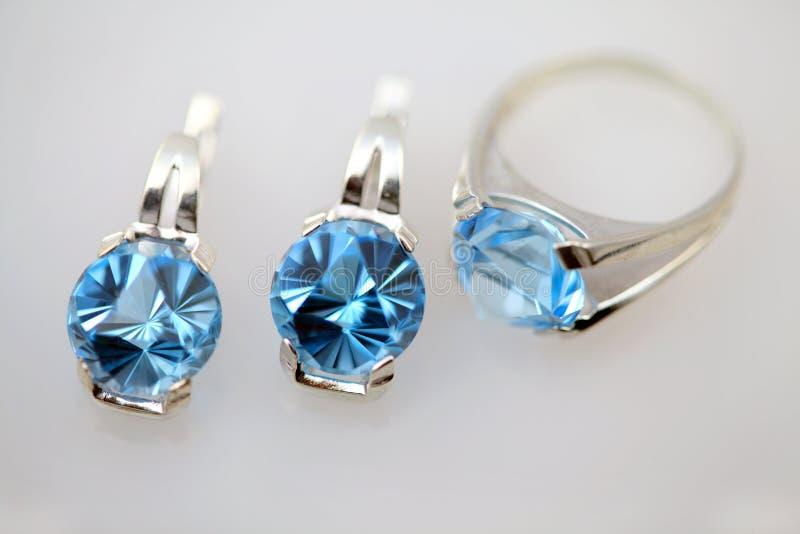 μπλε ασημένιο topaz κοσμήματο& στοκ εικόνες
