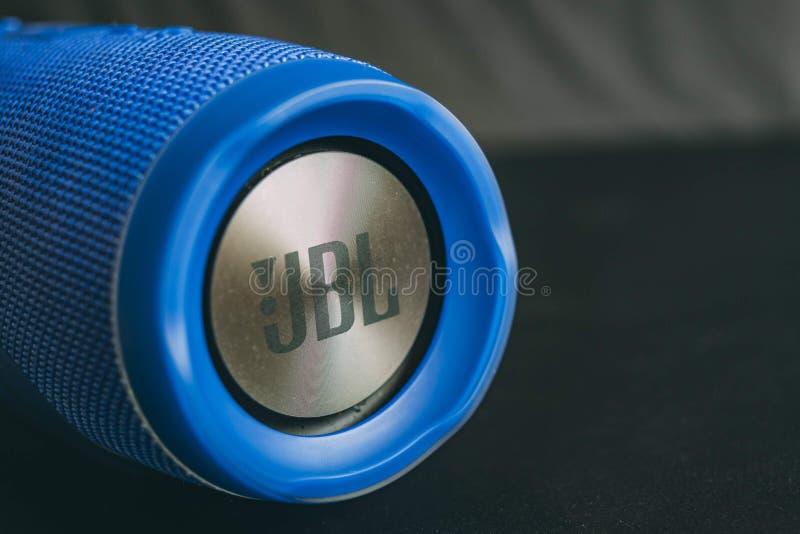 Μπλε ασύρματος ομιλητής JBL στοκ φωτογραφία