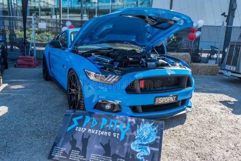 Μπλε αυτοκίνητο της GT μάστανγκ συνήθειας σε Motorclassica στοκ φωτογραφίες