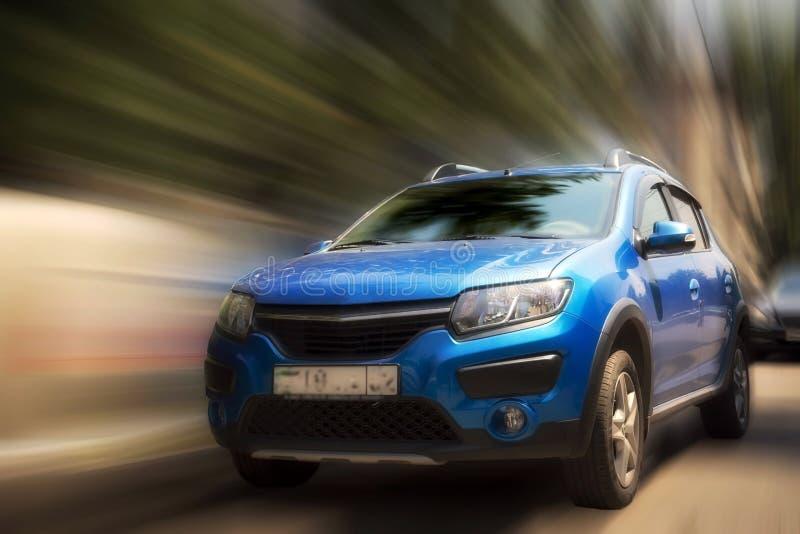 Μπλε αυτοκίνητο της Renault στοκ φωτογραφία