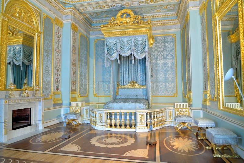 Μπλε αυτοκρατορική κρεβατοκάμαρα στο παλάτι της Γκάτσινα στοκ φωτογραφία με δικαίωμα ελεύθερης χρήσης