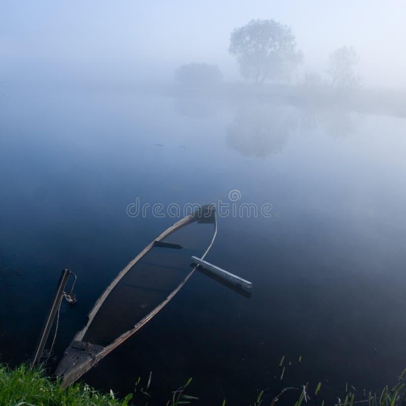 μπλε βάρκα 2 στοκ φωτογραφίες