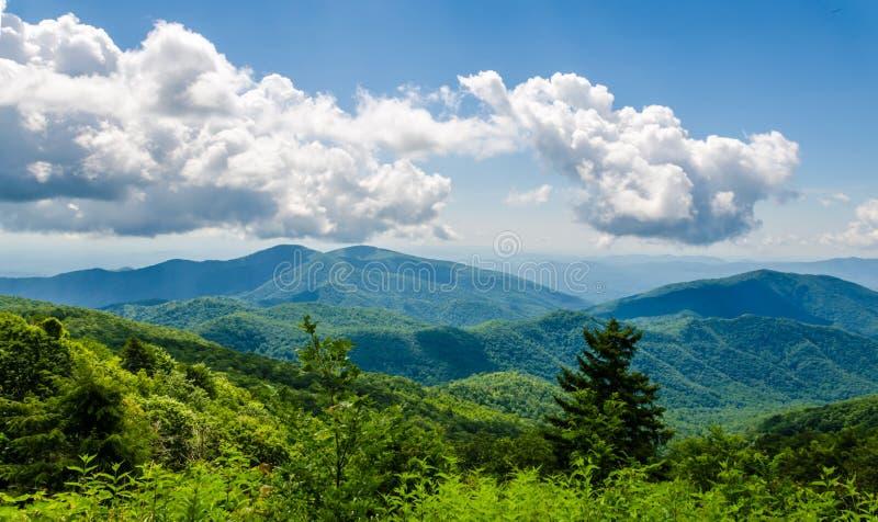 Μπλε βουνά κορυφογραμμών, βόρεια Καρολίνα, ΗΠΑ στοκ εικόνα με δικαίωμα ελεύθερης χρήσης