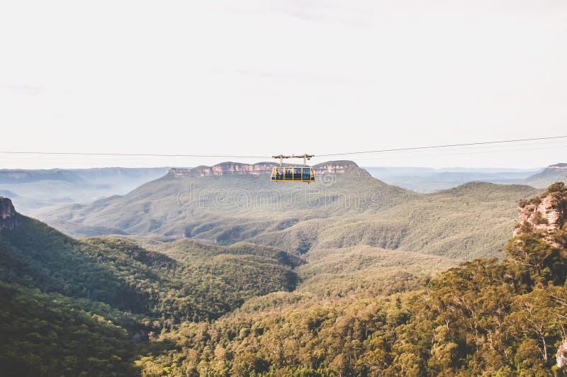 Μπλε γόνδολα βουνών στοκ φωτογραφίες με δικαίωμα ελεύθερης χρήσης