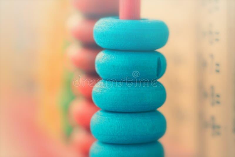 Μπλε δαχτυλίδια αβάκων σε έναν σωρό στοκ φωτογραφία