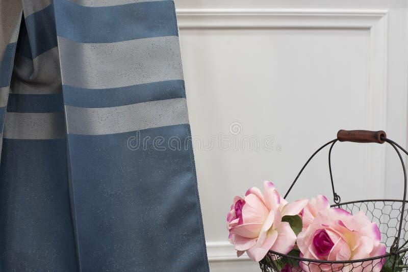Μπλε δείγμα υφάσματος κουρτινών Κουρτίνες, ταπετσαρία του Tulle και επίπλων στοκ εικόνες με δικαίωμα ελεύθερης χρήσης