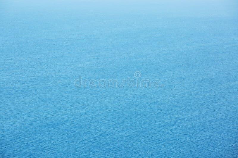 Μπλε εναέρια άποψη επιφάνειας θάλασσας με τα κύματα από στοκ εικόνες με δικαίωμα ελεύθερης χρήσης