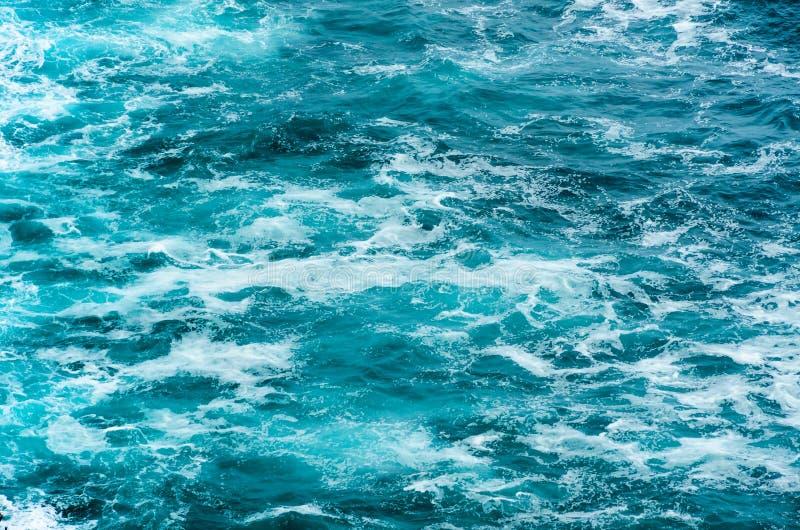 Μπλε επιφάνεια θαλάσσιου νερού στοκ φωτογραφίες με δικαίωμα ελεύθερης χρήσης