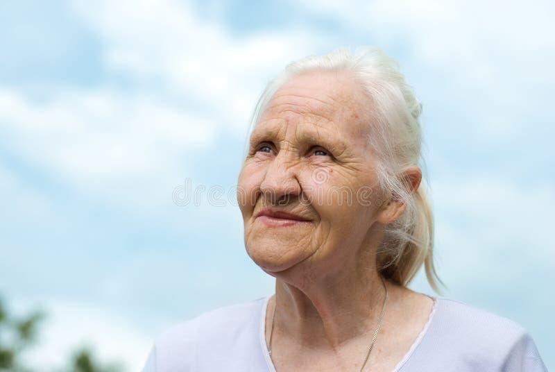 μπλε ηλικιωμένη γυναίκα &omicro στοκ εικόνα με δικαίωμα ελεύθερης χρήσης
