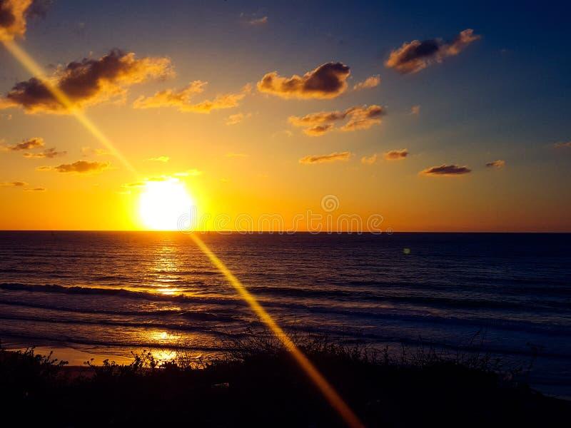 μπλε ηλιοβασίλεμα κίτρινο στοκ φωτογραφία με δικαίωμα ελεύθερης χρήσης