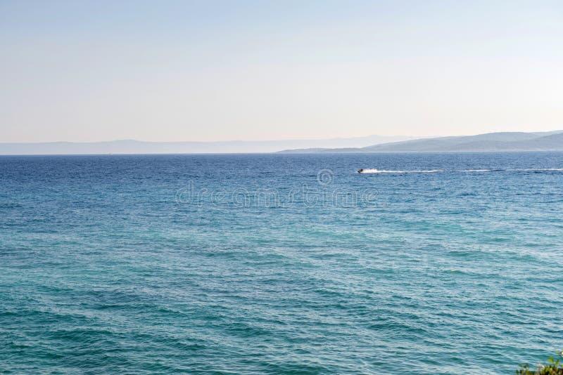 Μπλε θάλασσα σε Istria, Κροατία στοκ φωτογραφία