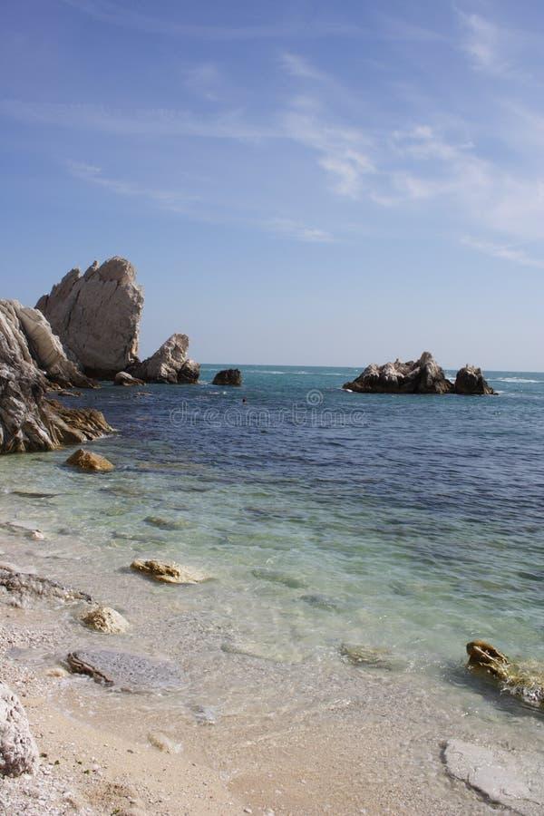 μπλε θάλασσα conero παραλιών στοκ φωτογραφία