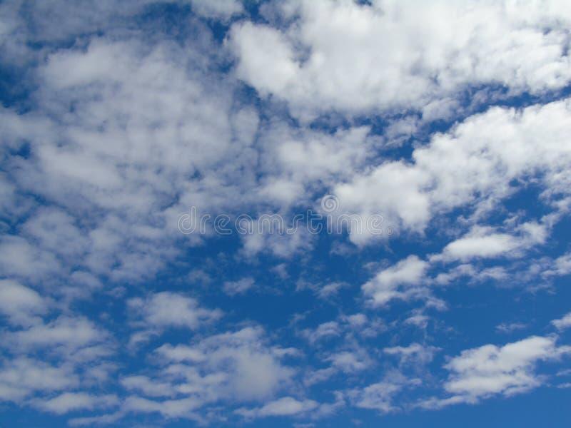 Μπλε θερινή ελπίδα ουρανού σύννεφων στοκ φωτογραφία με δικαίωμα ελεύθερης χρήσης