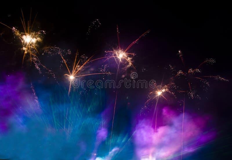 μπλε ιώδης καπνός πυροτε&ch στοκ εικόνα με δικαίωμα ελεύθερης χρήσης