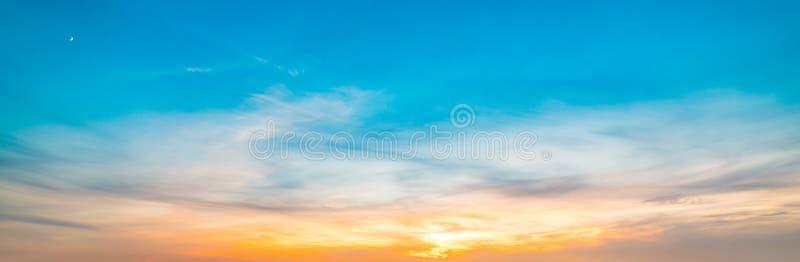 Μπλε και πορτοκαλής ουρανός ν Alghero στο ηλιοβασίλεμα στοκ εικόνα με δικαίωμα ελεύθερης χρήσης