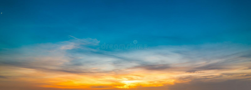Μπλε και πορτοκαλής ουρανός στο ηλιοβασίλεμα στη Σαρδηνία στοκ φωτογραφίες με δικαίωμα ελεύθερης χρήσης