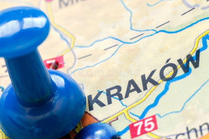 Μπλε καρφίτσα που δείχνει την Κρακοβία Πολωνία, Ευρώπη σε έναν χάρτη στοκ φωτογραφία