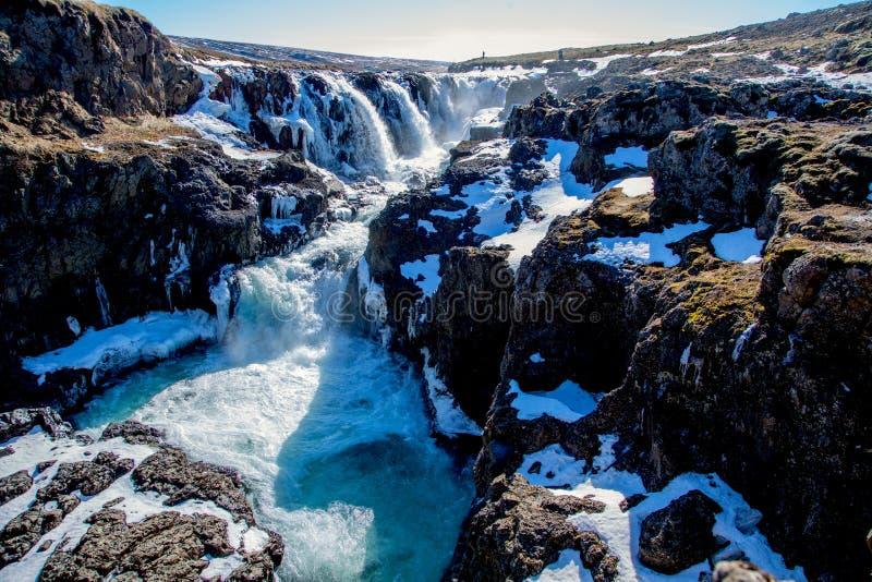 Μπλε καταρράκτης το χειμώνα της Ισλανδίας στοκ εικόνες