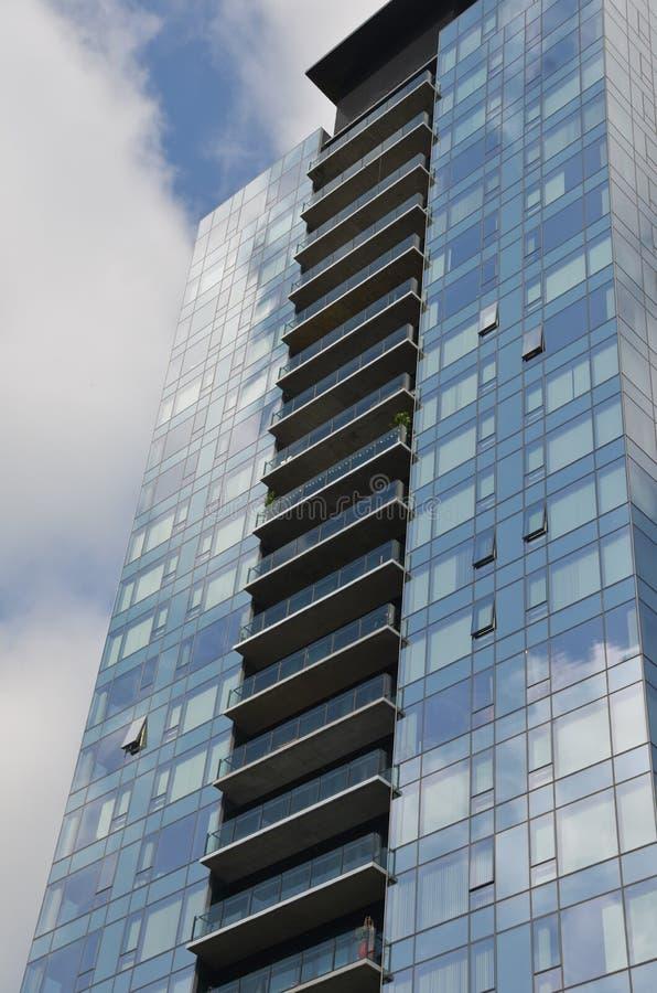 Μπλε κτήριο Condo στο στο κέντρο της πόλης Πόρτλαντ, Όρεγκον στοκ εικόνα