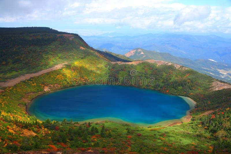 Μπλε λίμνη φθινοπώρου στοκ εικόνες με δικαίωμα ελεύθερης χρήσης