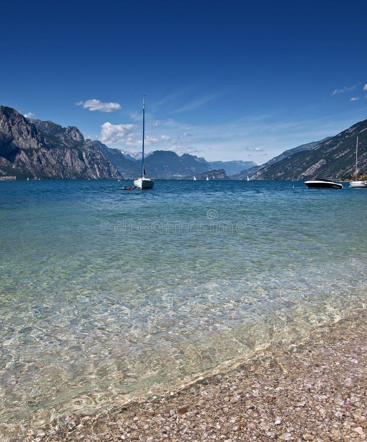 μπλε λίμνη garda στοκ εικόνες