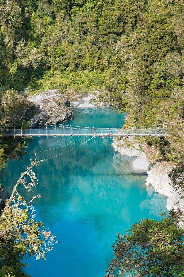 Μπλε λίμνη Hokitika στην τροπική ζούγκλα Νέα Ζηλανδία στοκ εικόνες