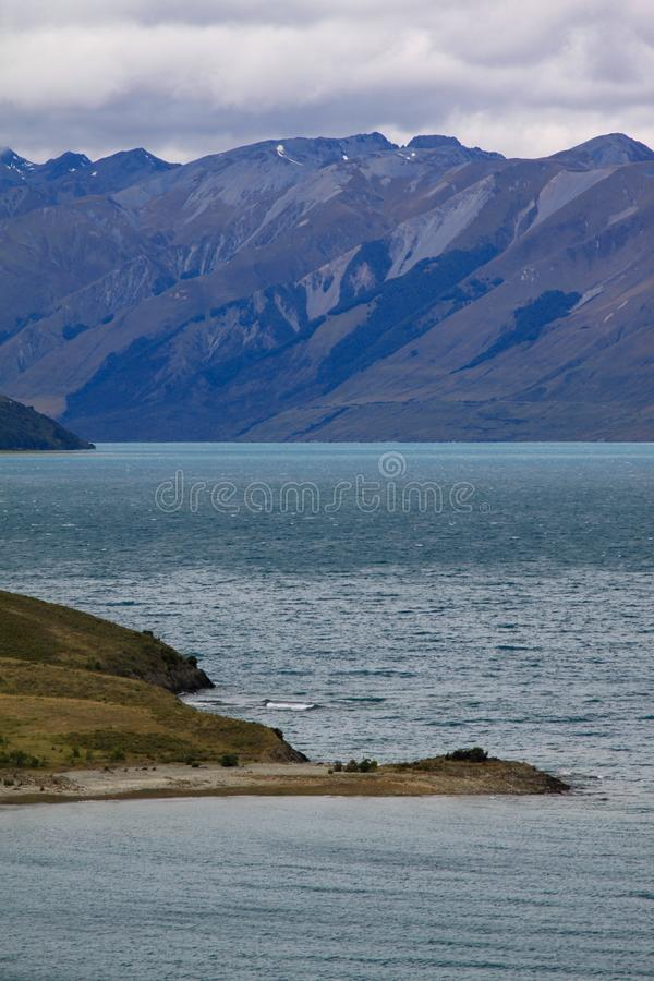 Μπλε λιμνών και βουνών στοκ φωτογραφία