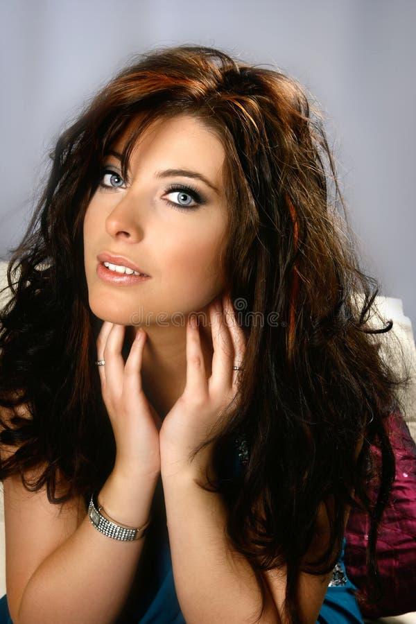 μπλε μάτια brunette καλά στοκ εικόνα