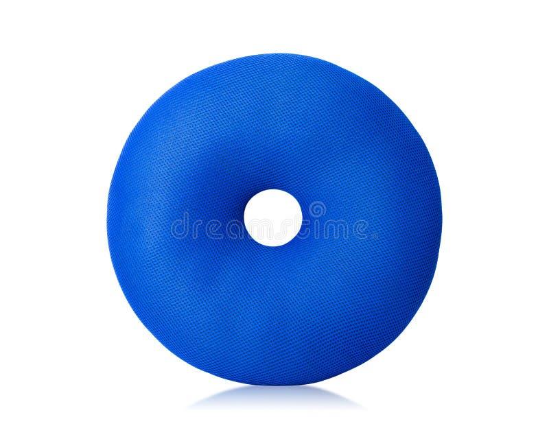 Μπλε μαξιλάρι με τη μορφή donuts που απομονώνεται στο άσπρο υπόβαθρο Μαξιλάρια πατωμάτων στη στρογγυλή μορφή r στοκ φωτογραφία