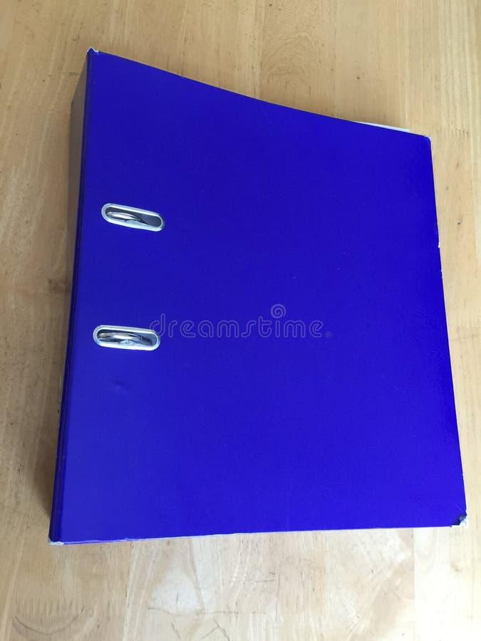 Μπλε μεγάλος φάκελλος αρχείων δαχτυλιδιών αψίδων μοχλών στοκ εικόνες με δικαίωμα ελεύθερης χρήσης