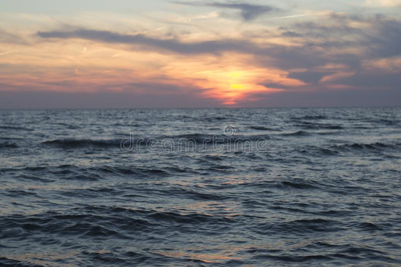 Μπλε νερό και ουρανός λιμνών στοκ εικόνες με δικαίωμα ελεύθερης χρήσης
